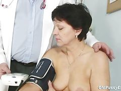 Aged female Eva visits gyno physician to receive gyno aged exam